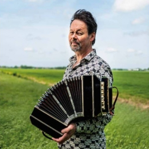 <strong>Carel Kraayenhof</strong><br>'Piazzolla once called the bandoneon a 'jealous mistress.' One day of no attention and she lets you down on stage.'  For Lourens Magazine I visited bandoneon player Carel Kraayenhof – known for the famous tear of Máxima – in his home in the Beemster. He talked about his love for the instrument, his music theater performance Lost Tango and treated me to a private concert.<br><br>Published in: Lourens Magazine<br>Publication date: autumn 2019<br><a href='https://natasja-admiraal.com/ec_text/ect_uploads/Lourens_Carel_Kraayenhof.pdf' target='_blank'>Open this article.</a>